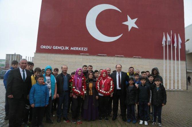 Avrupa Bilek Şampiyonu Yeter Bağ'a törenli karşılama