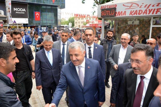 Bakan Arslan, Iğdır'da esnafı ziyaret etti