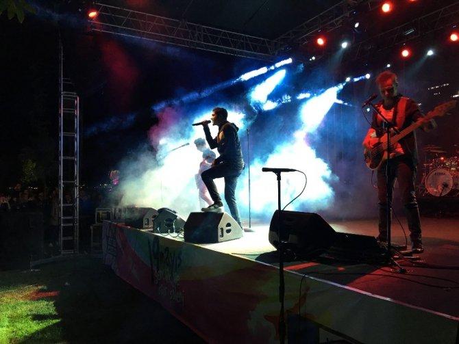 Kadıköy'de 19 Mayıs Özge Fışkın ve Manga konserleriyle kutlandı