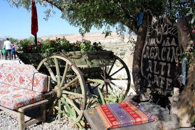 Erciyes Dağını Kapadokya'dan izliyorlar