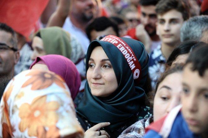 Bursa'da Demokrasi Meydanı coşkulu törenle açıldı