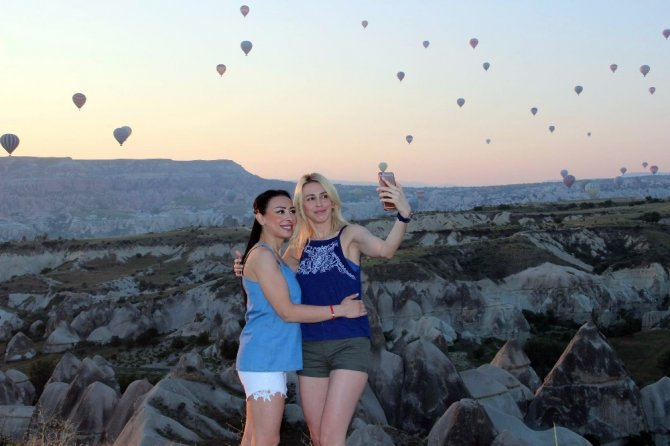 150 bin turist Kapadokya'yı gökyüzünden izledi