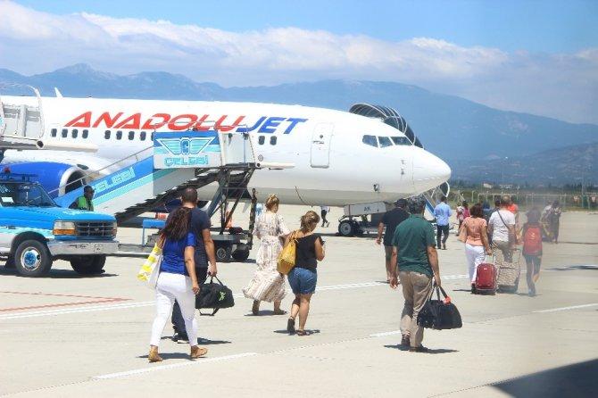 Koca Seyit Havalimanı büyümeye devam ediyor