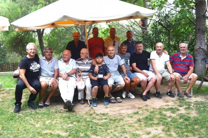 Burhaniyeli eski futbolcular Kazdağı'nda buluştu