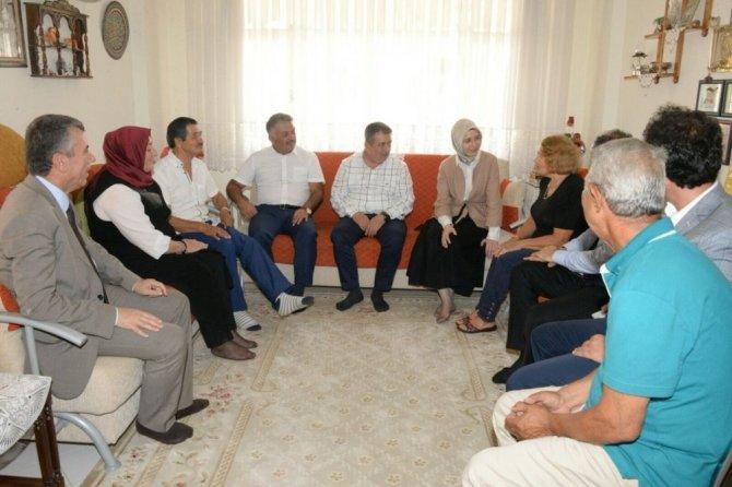 Şehit ailelerini ziyaret ettiler