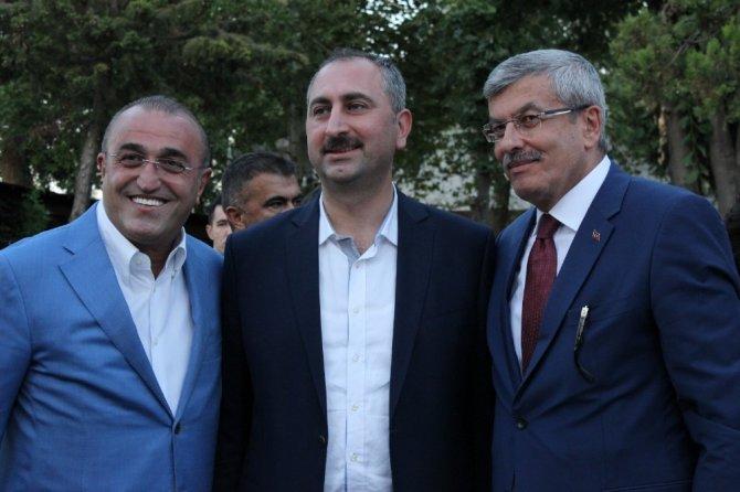 Bakan Gül Edirne'de nişan törenine katıldı