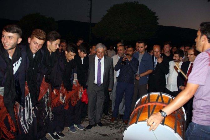 Bakan Ağbal'a davullu zurnalı karşılama