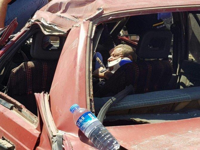 Sıkışan sürücüyü vatandaşlar kurtardı