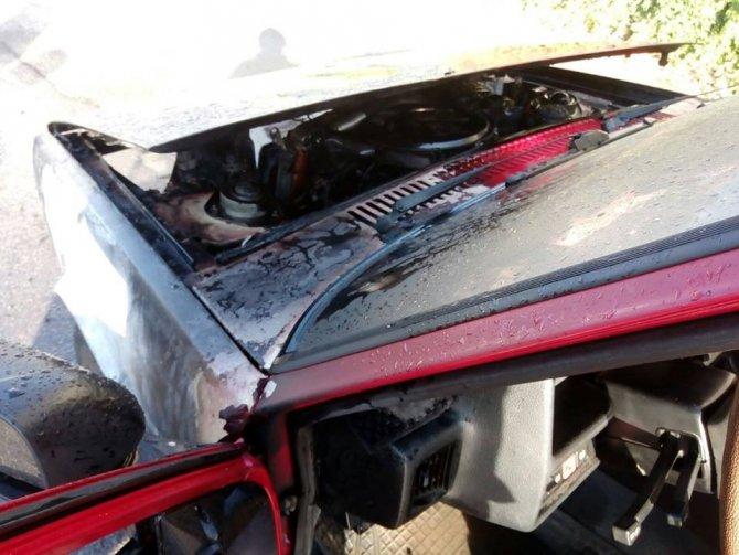 Malatya'da park halindeki araç alev alev yandı