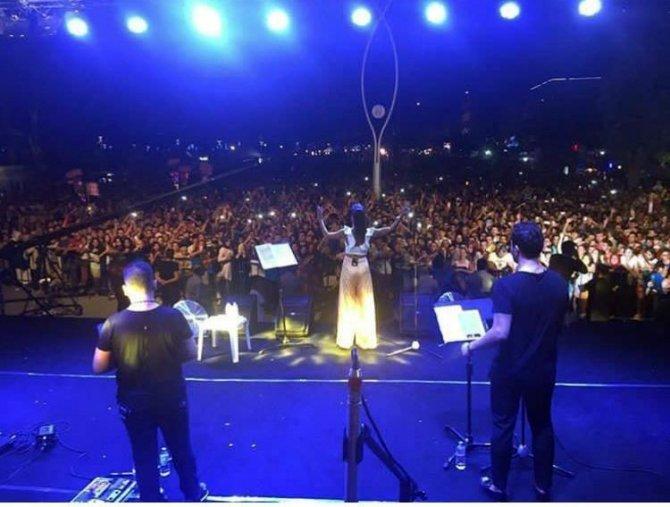 Şarkıcı Tuğba Yurt, isteği yerine getirilmeyince sahneyi terk etti