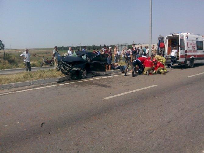 Kamyonla çarpışan otomobilde can pazarı: 4 yaralı