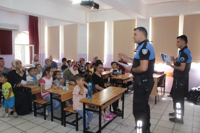 Öğrenciler ve velilere polislerden bilgilendirme