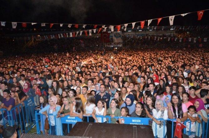 Hande Yener'den muhteşem performans