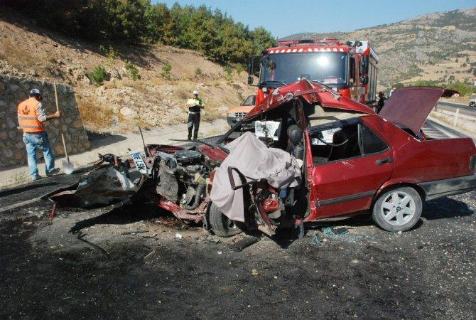 Tokat'ta otomobil ile hafif ticari araç çarpıştı: 1 ölü, 7 yaralı