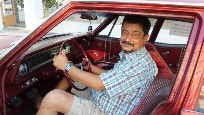 Emekli müdürün eski araba tutkusu