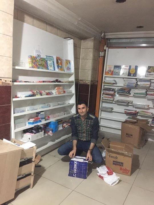 Ağrılı vatandaş 65 bin öğrenciye giyim ürünleri ve kırtasiye malzemeleri dağıttı ile ilgili görsel sonucu