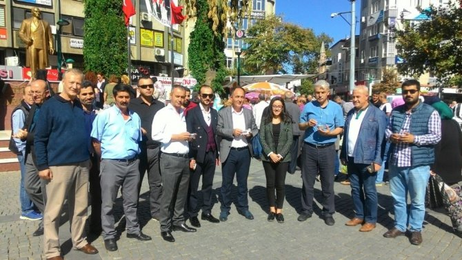 AK Parti Edremit Kadın Kollarından aşure hayrı