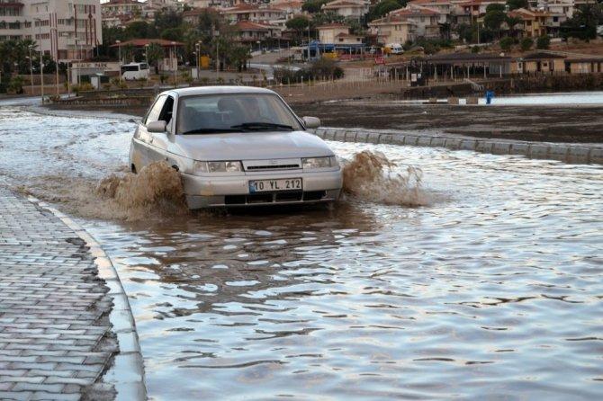 Ayvalık'ta Gönül Yolu sular altında kaldı