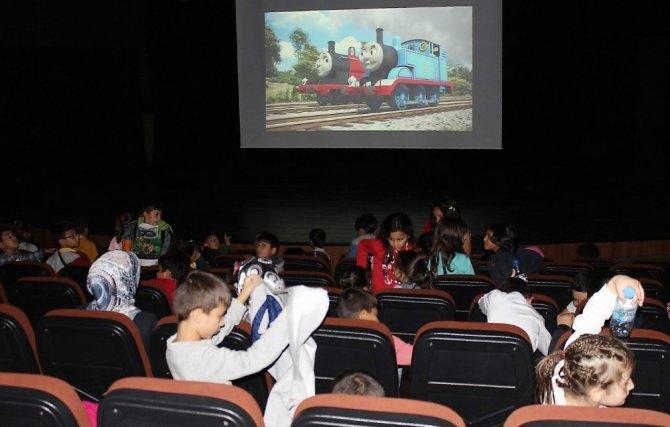 Kayapınarlı öğrenciler sinema etkinliğinde buluştu