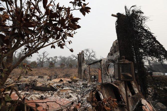 Kaliforniya'daki yangınlarda bilanço artıyor