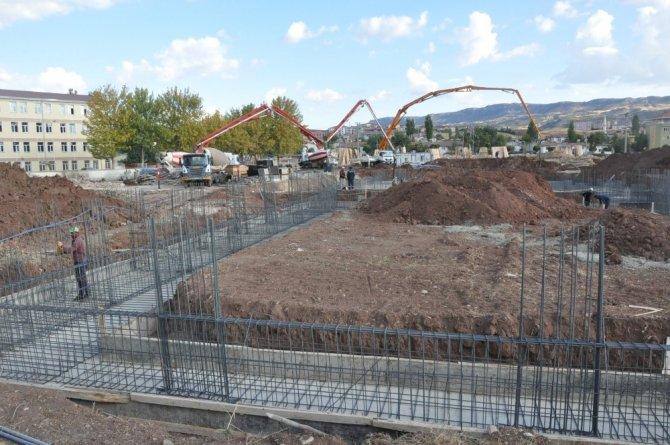 Kaymakam Aksoy okul ve yurt inşaatını inceledi