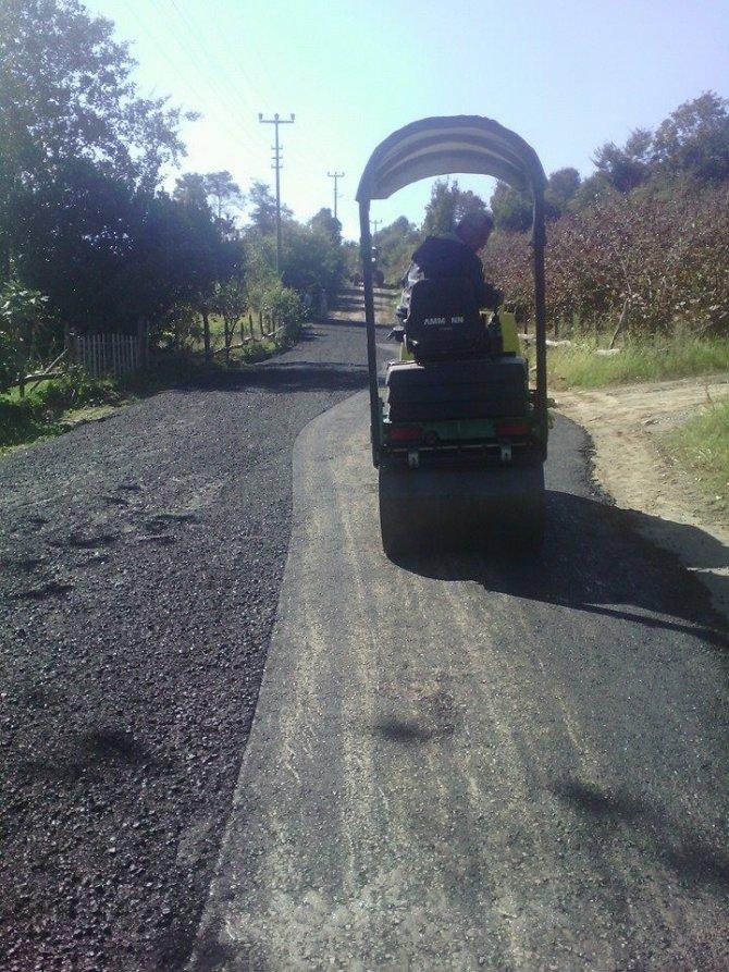 Akçakoca Ayazlı Mahallesinde asfaltlama çalışmalarına başladı