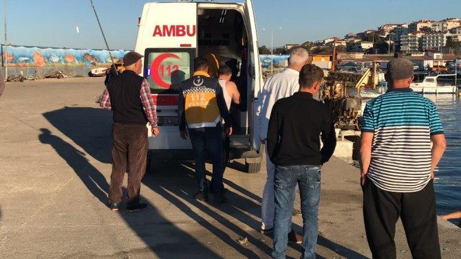 Balık avlarken tekneden düşen kişi hastanede tedavi altına alındı