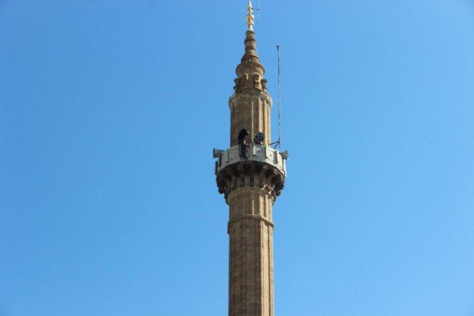 Ekipler minareye çıkan şahıs için seferber oldu