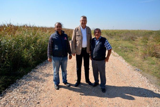 Belediyen çiftçilere yol desteği