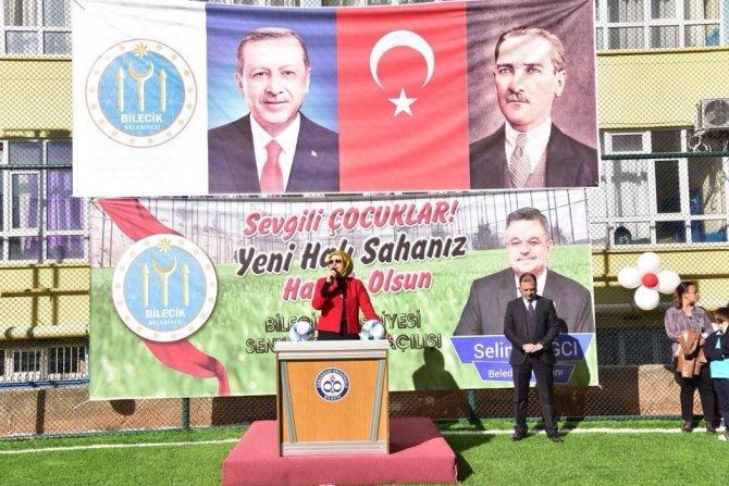 Osmangazi Ortaokulu sentetik saha öğrencilerin hizmetine açıldı