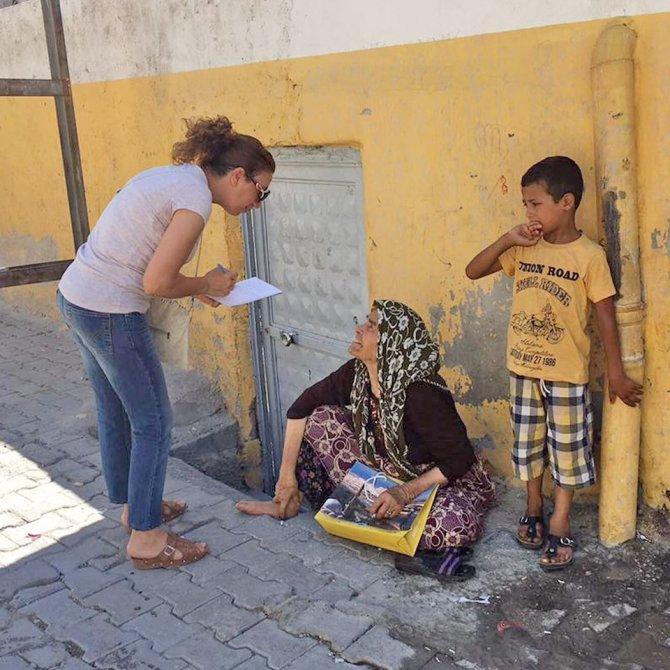 Birecik'te kadınlar evleri dolaşıp sorunları dinliyor