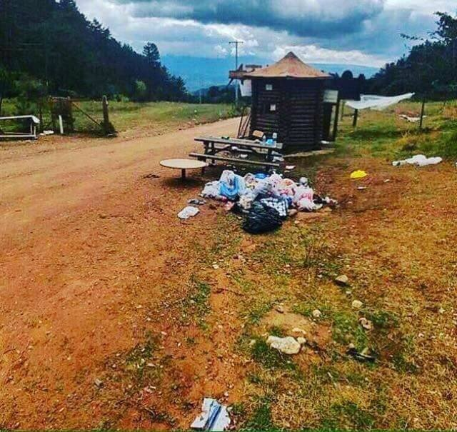 Kamp yaptıkları alanı çöplüğü çevirdiler