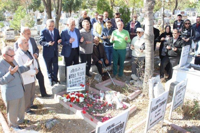 Gazeteci Mustafa Yolyapar kabri başında anıldı