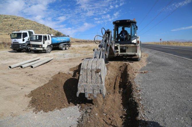 Köylerde yol çalışmaları devam ediyor