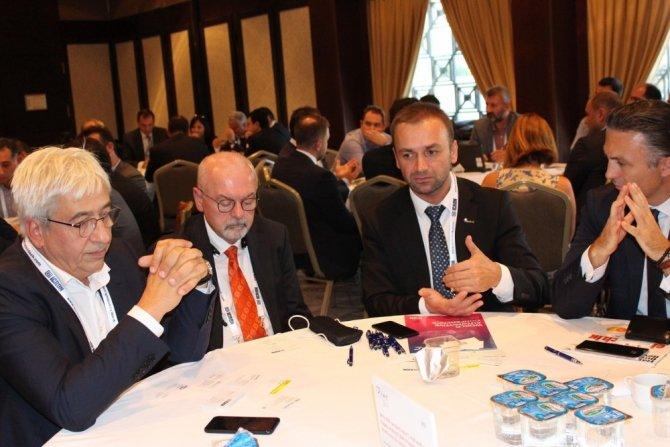 Dünya Otomotiv Konferansı'nda dünyadaki ve Türkiye'deki otomotiv üreticileri bir araya geldi