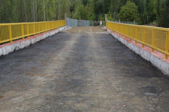 50 metre uzunluğundaki köprü, ulaşımı 7,5 kilometre kısalttı