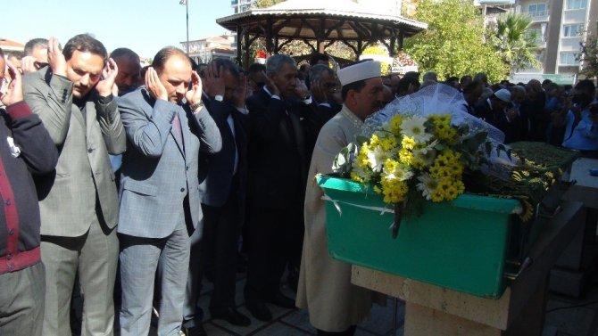 Arınç, Manisalı iş adamının cenazesine katıldı