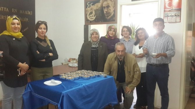 MHP'li kadınlardan aşure ikramı