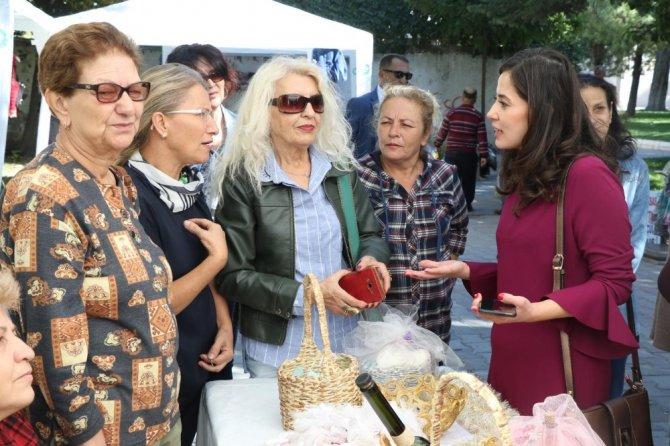 Akhisarlı kadınlardan el emeği ürünler