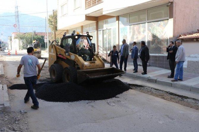 Bozulan yollarda onarım çalışması devam ediyor