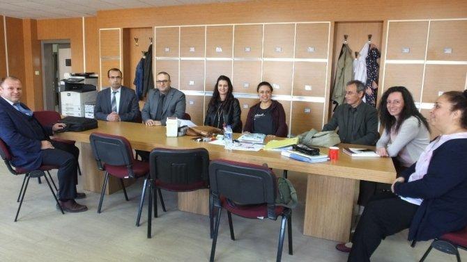Burhaniye'de öğretmen ve öğrenci işbirliği ile okul yenilendi