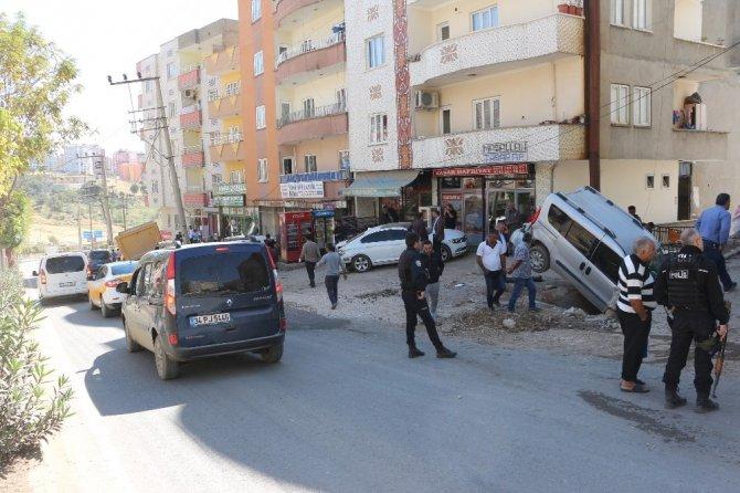 Şırnak'ta freni boşalan kamyon 4 araca çarptı
