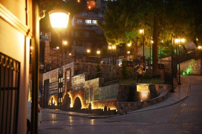 Ünlü sanatçı Petekkaya İzmit'teki tarihi açılışa gelecek