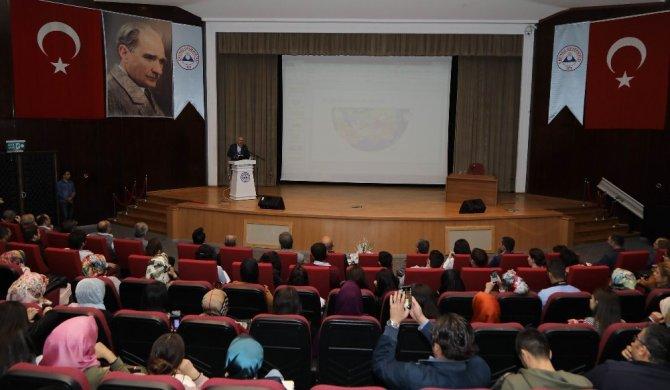 """Prof. Dr. Ahmet Taşağıl, """"Her şeye rağmen Türkler binlerce yıldır yaşıyor"""""""