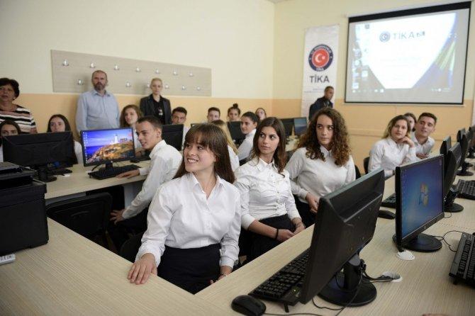 TİKA'dan Mitroviça okullarına destek