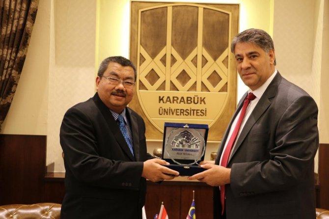 Malezya Perlis Üniversitesi Rektörü KBÜ'de