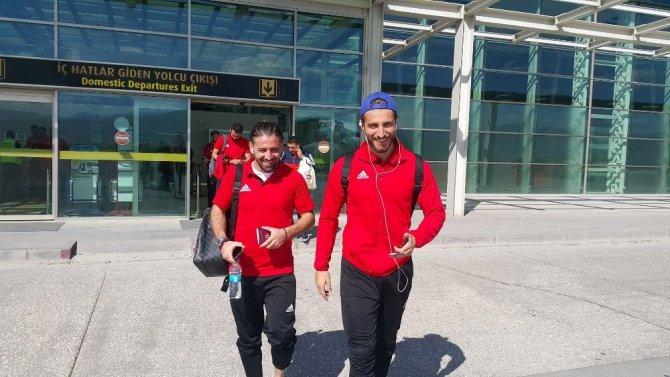 Elazığspor 23 futbolcuyla İstanbul'a gitti