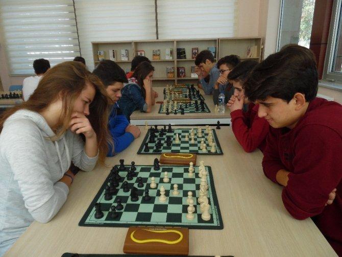 Okullar arası satranç yarışması yapıldı