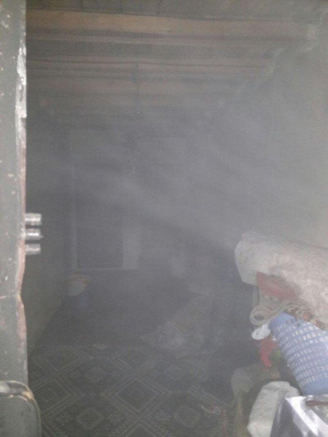 Ağrı'da çatı katında çıkan yangın korkuttu