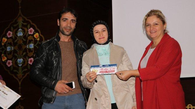 Evlilik Okulu'na katılan çiftler sertifikalarını aldı